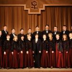 Большой хоровой концерт в одном из московских дворов