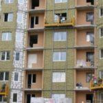 С многоэтажки в Москве сорвалась люлька с рабочими