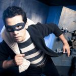 Неизвестные в медицинских масках украли из Московского банка 928 тысяч рублей