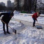 Общее дело: молодежные палаты Академического и Котловки вышли на помощь в уборке снега