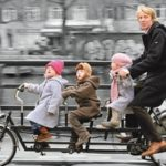 Тысячи участников прокатились по Москве на велосипедах в рамках Первого зимнего Велопарада