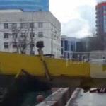На Кутузовском проспекте в Москве упал строительный кран