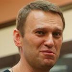 Навальный «с душком»: активисты SERB облили оппозиционера жидкостью с резким запахом