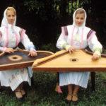 Музицирование на гуслях и домре на Манежной площади обошлось двум девушкам в 20 тысяч рублей