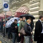 Апофеоз «айфономании»: «Экономика в руинах», а в ГУМе — давка за новыми iPhone 7