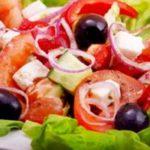 И культурно, и вкусно — на фестивале «Спасская башня» приготовили самый большой греческий салат в мире