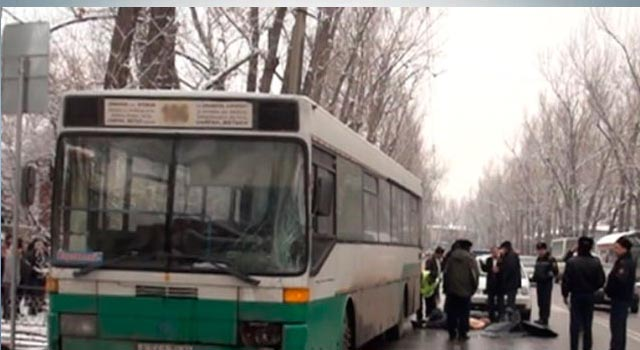 avtobus-sbil-zhenshhinu