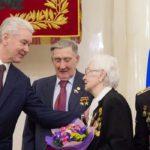 Столичные ветераны получили памятные юбилейные знаки из рук мэра Москвы