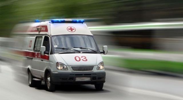 """На Хорошёвку у метро Полежаевская рядом с ТРЦ """"Хорошо!"""" легковой автомобиль сбил трех человек"""