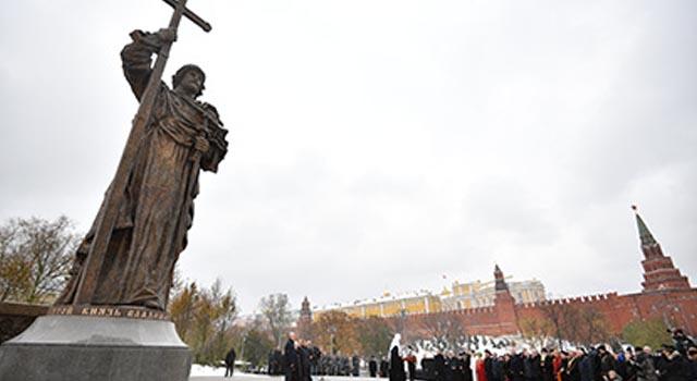 pamyatnik-knyazyu-vladimiru-moskva