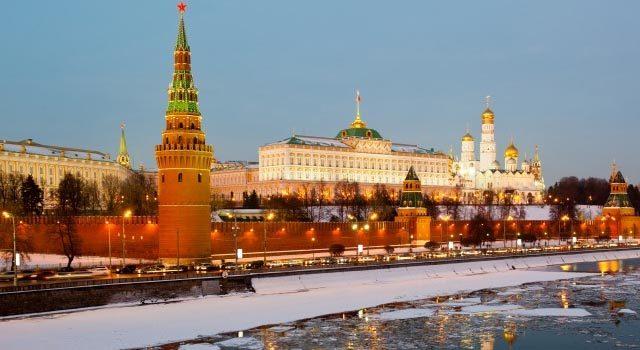 Под лед Москвы-реки на Пресне провалилсь отец и его 12-летняя дочка