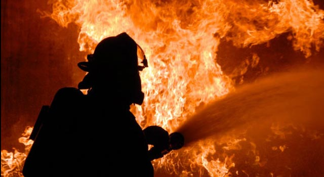 """11 декабре в ходе тушения пожара в СНТ """"Ручеек"""" пожарники обнаружили в сгоревшем вагончике тела двух мужчин"""