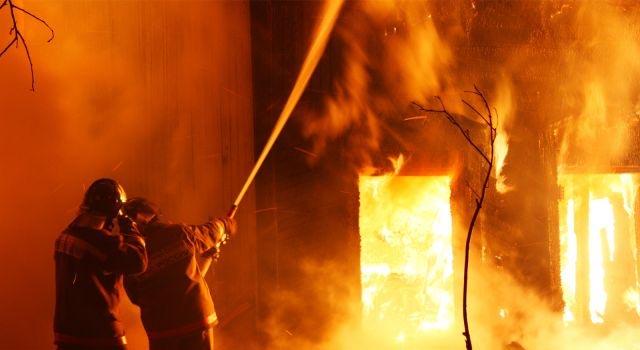 В пожаре в поселке Столбовая недалеко от Чехова сгорели два человека