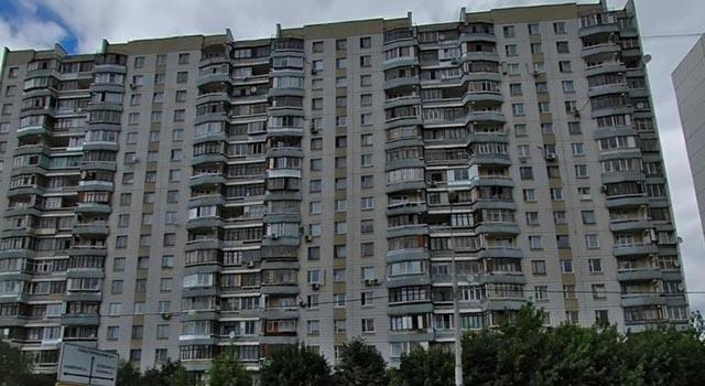 В Северном Чертаново на Балаклавском проспекте обнаружен труп мужчины. Предварительные версии -убийство и суицид.