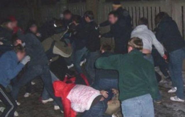 В нось на 26 января на Страстном бульвар произошла массовая драка, 5 человек госпитализированы