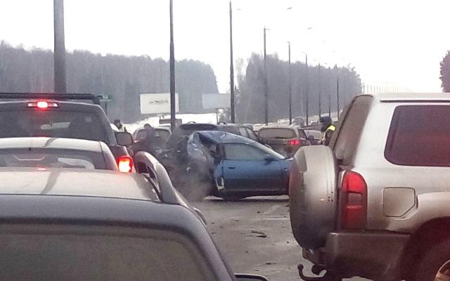 На трассе Крым под Чешовом произошло крупное ДТП: в аварии пострадали сразу 12 машин