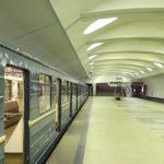 Человек попал под поезд на станции метро «Алтуфьево», движение на «серой» ветке приостановлено