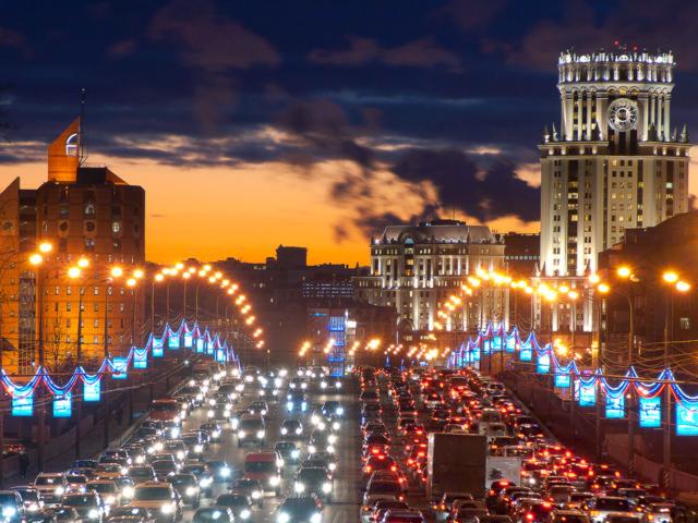 Сегодня вечером пробки в Москве достигают уровня в 9 баллов