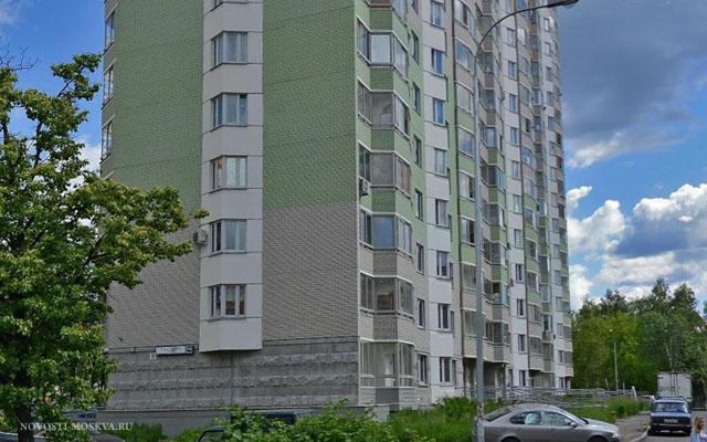 В Северном Медведково мужчина выпал из окна многоэтажки