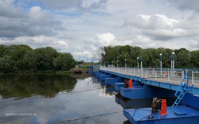 столкновение баржи и резиновой лодки у Голутвинского Моста в Коломне