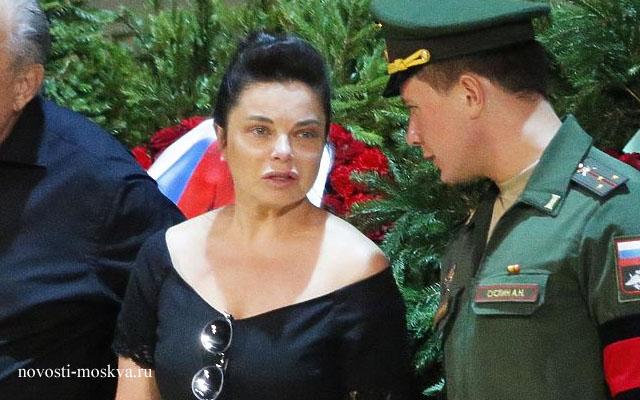Наташа Королева плачет на похоронах Иосифа Кобзона