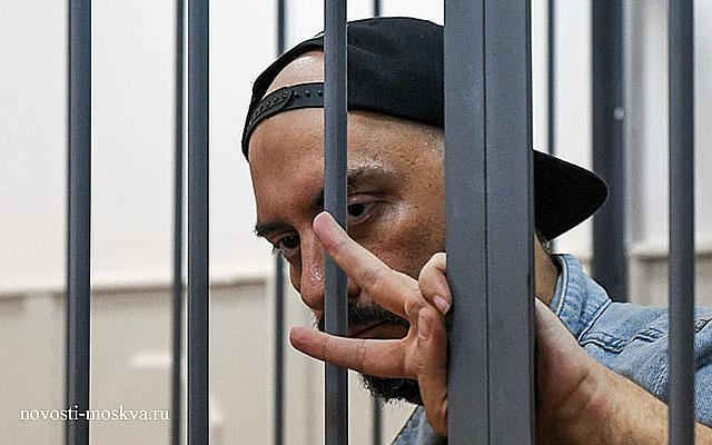 Следком «поздравит» режиссера Серебренникова продлением ареста