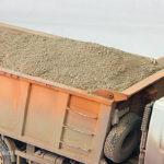 На западе Москвы водитель «утопил» машину ДПС в песке