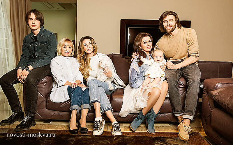 заворотнюк анастасия с семьей и маленькой дочкой