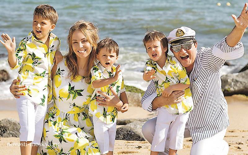 Дибров с женой и детьми