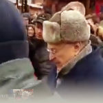 Этичность раздачи Жириновским денег «холопам и крепостным» обсудят в Госдуме