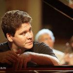 Пианист-виртуоз Денис Мацуев отмечает 45-летие